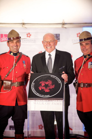 Russ Jackson receives his Canada's Walk of Fame induction at the Ed Mirvish Theatre in Toronto on Saturday, September 22, 2012. (CNW Group/Canada's Walk of Fame)