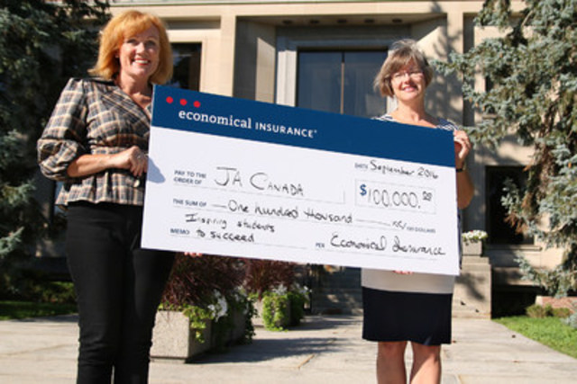Louise Taylor Green (left), Chief Human Resources Officer at Economical Insurance, presents $100,000 to JA Canada for the delivery of programs in the areas of financial literacy, work readiness, and entrepreneurship. The funds will also enable JA Canada to reach more students across Canada through its digital strategy — JA Excelerate. Receiving the cheque on behalf of JA Canada is Karen Gallant, President and CEO of JA Waterloo Region. (CNW Group/Junior Achievement of Canada)