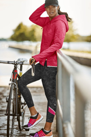 The Hyba collections will range from true performance gear to yoga attire and stylish athleisure looks. (CNW Group/Reitmans (Canada) Limited)