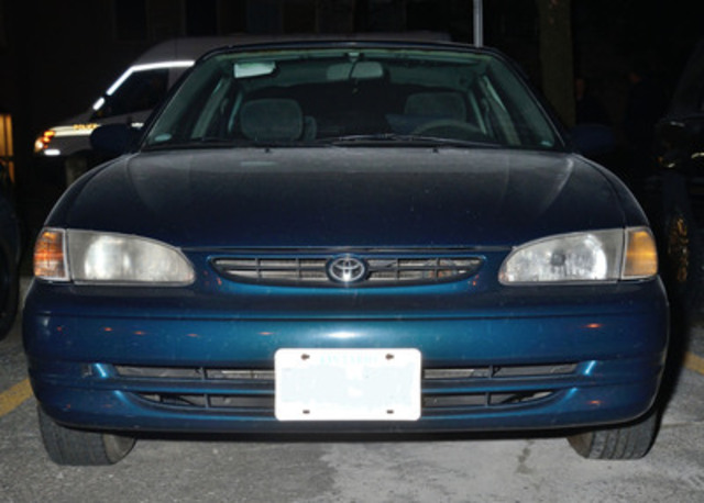 Suspect Vehicle - 1998 blue Toyota four-door (front view) (CNW Group/Ontario Provincial Police)