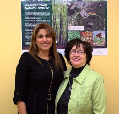 Romy Bazo, chef du service d''acquisition, de gestion et de mise en valeur de Nature-Action Québec et Mme Yrelle Simard, propriétaire Domaine des Hauts-Bois inc. (Groupe CNW/Nature-Action Québec)