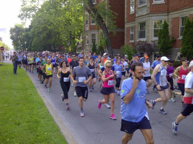 Les coups d'envoi des courses ont été donnés sur l'avenue Bernard en commençant par la course de 10 kilomètres. (Groupe CNW/Communiqués Montréal)