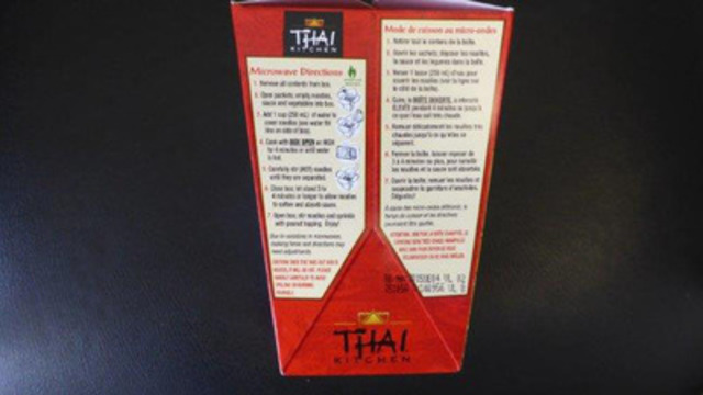 Thai Kitchen Thai Peanut Rice Noodle and Sauce Take Out Box Front and Back Label (see date code). (CNW Group/McCormick Canada)