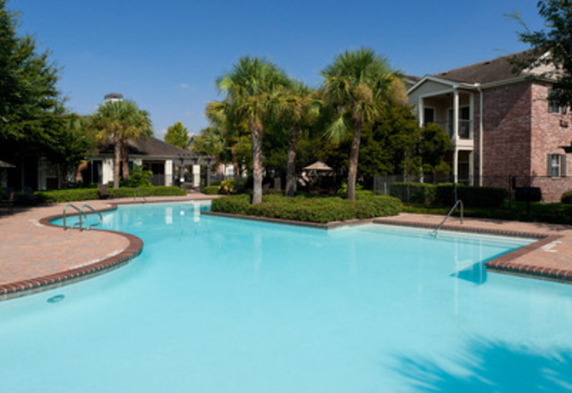 Pool view at The Boulevard at Deer Park (CNW Group/Pure Multi-Family REIT LP)