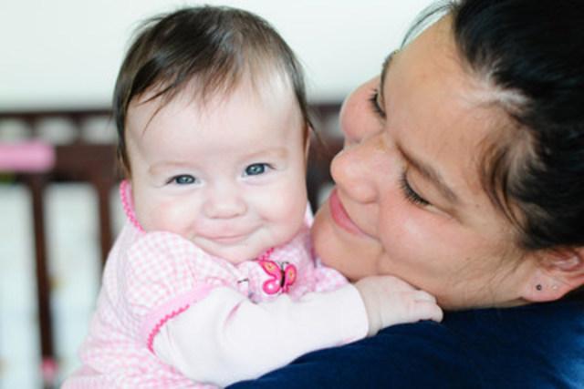 Photo fournie par le bénéficiaire du Fonds de subventions d'éducation financière TD, YWCA Metro Vancouver, mettant en vedette une mère et sa fille au YWCA Crabtree Corner. (Groupe CNW/Prospérité Canada)