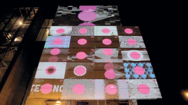 La projection interactive sur le Centre de design de l'UQAM créée par Baillat Cardel & fils pour le festival Mutek. (Groupe CNW/Editions Infopresse Inc)