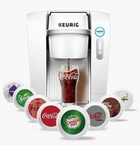 Keurig® KOLD(MC) est le premier système de boissons froides offrant une grande variété de boissons prisées par les consommateurs, comme Coca-Cola®, Coke Diète® et Canada Dry®, ainsi que des boissons Keurig incluant des eaux gazéifiées, des eaux aromatisées, des boissons sportives, des boissons gazeuses, des sodas artisanaux, des thés glacés, et plus encore, par la simple pression d'un bouton. (Groupe CNW/Keurig Canada)