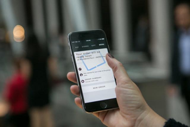 Starbucks lancera le service de paiement mobile au Canada le 13 octobre 2015. (Groupe CNW/Starbucks Coffee Canada)