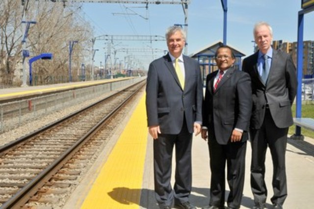 from left to right: Jean-Marc Fournier, MNA for Saint-Laurent and Minister responsible for Canadian Relations and the Canadian Francophonie, Alan DeSousa, Mayor of Saint-Laurent and Stéphane Dion, MP for Saint-Laurent and Minister of Foreign Affairs in Canada (CNW Group/Ville de Montréal - Arrondissement de Saint-Laurent)
