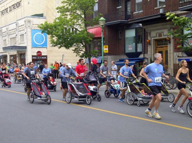 Il y avait une deuxième course de 5 kilomètres réservée pour les coureurs avec enfant en poussette. (Groupe CNW/Communiqués Montréal)