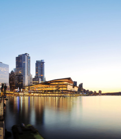 Le centre des congrès de Vancouver, qui détient la certification LEED(MD) catégorie platine, est doté d'un design original et d'un espace flexible, en plus d'être situé au bord de l'eau à proximité d'hôtels de calibre mondial. Ce cadre inspirant sera idéal pour accueillir les délégués de la conférence TED en 2014. (Groupe CNW/Canadian Tourism Commission)