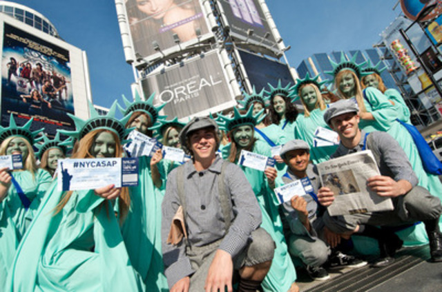 100 Statues of Liberty and WestJetters invaded the streets of Toronto, giving away 150 flights to New York City to celebrate WestJet's new daily route to LaGuardia Airport. (CNW Group/WestJet)