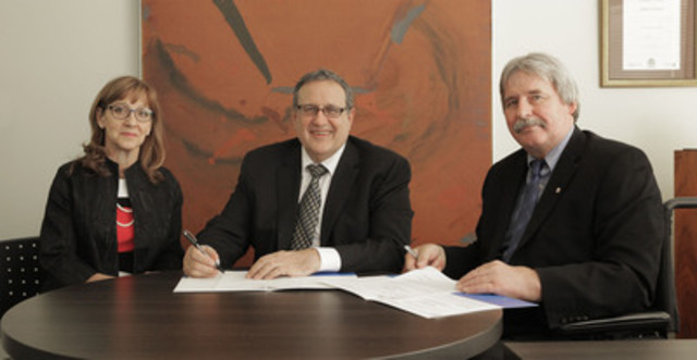 Human Resources Professionals Association chair Brenda Clark (left) and CEO Bill Greenhalgh (middle) sign a partnership agreement with Wolfgang Zimmerman, Executive Director, National Institute of Disability Management and Research (NIDMAR) and president, Pacific Coast University for Workplace Health Sciences (PCU-WHS). NIDMAR and PCU-WHS will be providing HRPA members with diagnostic and educational tools and resources to create accessible workplaces. (CNW Group/Human Resources Professionals Association of Ontario)
