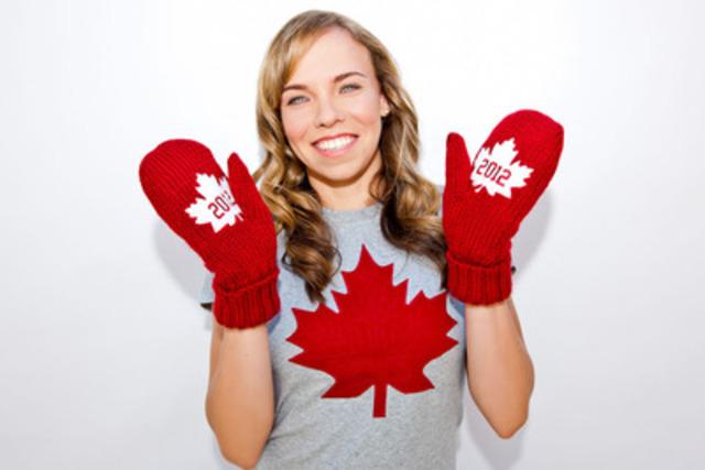 La triple médaillée olympique en trampoline Karen Cockburn (Toronto, Ont.) montre la nouvelle génération des légendaires mitaines rouges de l'Équipe olympique canadienne. Pour chaque paire de mitaines vendue, trois dollars serviront à soutenir les athlètes olympiques canadiens qui se préparent pour les Jeux olympiques de 2012 à Londres. (Groupe CNW/COC)