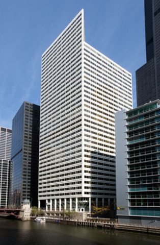200 South Wacker is a 754,000 SF 40-story premier trophy office building located in the Chicago central business district. (CNW Group/Manulife Financial Corporation)
