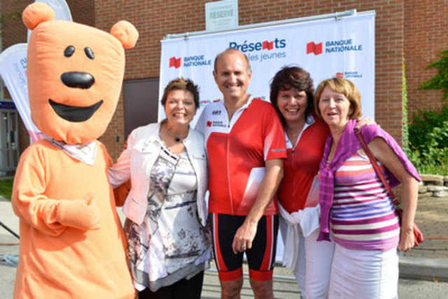 (From left to right): Marvin, Marie-Vincent Foundation mascot; Danielle Gabrielle Roy, Marie-Vincent Foundation General Manager; Alain Brunet, Honorary event Chair and Senior Vice-President - Insurance and President, National Bank Insurance; Marina Orsini, Tel-jeunes Spokesperson; and Céline Muloin, Fondation Tel-jeunes Chief Executive Officer. (CNW Group/National Bank of Canada)