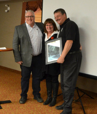 Town of Grimshaw receives Community of the Year (CNW Group/Jandel Homes)