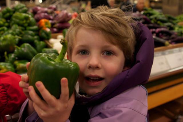 Mars est le mois de la nutrition, et les diététistes du Canada aident les consommateurs canadiens à planifier, acheter, cuisiner, savourer, et à parcourir le supermarché en faisant des choix d'aliments sains pour leur famille. Pour obtenir des conseils quotidiens, téléchargez l'appli gratuite eaTipster pour iPad ou iPhone, ou visitez www.dietitians.ca. Photo gracieuseté des diététistes du Canada. (Groupe CNW/Diététistes du Canada)