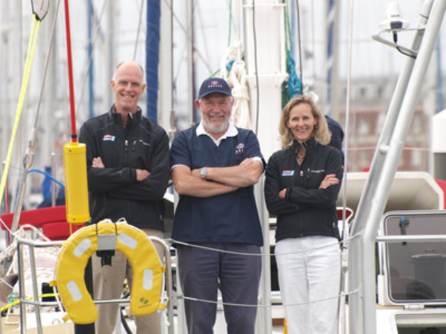 PRAXES CEO, Susan Helliwell (right), Sir Robin Knox-Johnston, founder of the Clipper Round the World Yacht Race (centre), AND PRAXES emergency physician, Dr. John Ross (left).(CNW Group/Clipper Ventures Plc)