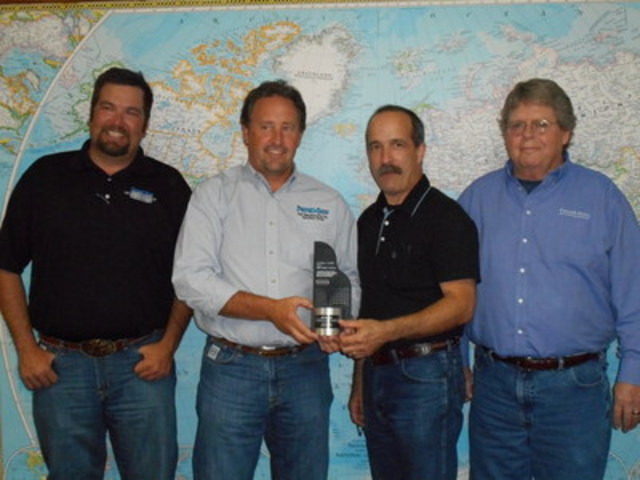 (L-R) Jeremy Schumacher and Clay Gerber, Ferrell-Ross Roll Manufacturing, Scott Mayo, A.T. Ferrell and Tobe Fluty, Ferrell-Ross Roll Manufacturing. Mr. Mayo presents Ferrell-Ross Roll Manufacturing with a 2015 Dealer Innovation Award in recognition of their continued support to Ferrell-Ross in delivering custom-built steam flaked grain solutions for cattle feed lots. (CNW Group/A.T. Ferrell Company Inc.)