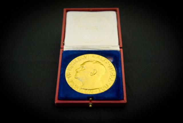La médaille du prix Nobel de la paix décerné en 1957 à Lester B. Pearson (Groupe CNW/Musée canadien de l'histoire)