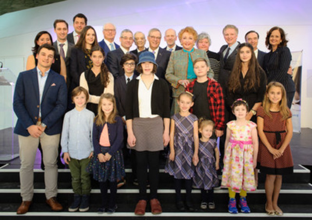 Mrs. Jacqueline Desmarais surrounded by her family members, Dr. Fabrice Brunet, President and CEO of the CHU Sainte-Justine, Ms Maud Cohen, Joseph Rouleau, the Honourable Michael M Fortier, Mr. Jacques Ménard, Mr. Pierre Boivin and a dozen children from Sainte-Justine. (CNW Group/CHU Sainte-Justine Foundation)