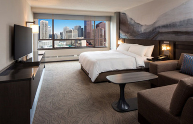 The new upscale guest rooms at the Calgary Marriott Downtown will feature innovative touches and enhancements, including upgraded bathrooms. The hotel's guest rooms will remain among the largest in downtown Calgary. (CNW Group/Marriott Hotels & Resorts Canada)
