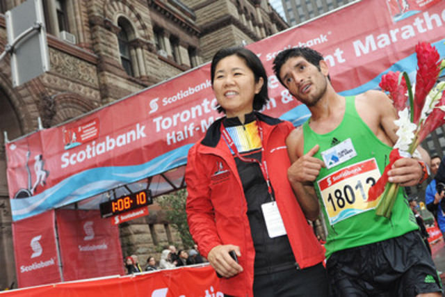 Chile's Francisco Mendez poses with Toronto City Councillor Kristyn Wong-Tam, after winning the Scotiabank Toronto Waterfront Half-Marathon with a time of 1:07:48. Mendez was the winner of the Scotiabank Santiago Half Marathon earlier this year, giving him the opportunity to run in the Scotiabank Toronto Waterfront Marathon. Photo credit: Todd Duncan. (CNW Group/Scotiabank - Sponsorships & Donations)