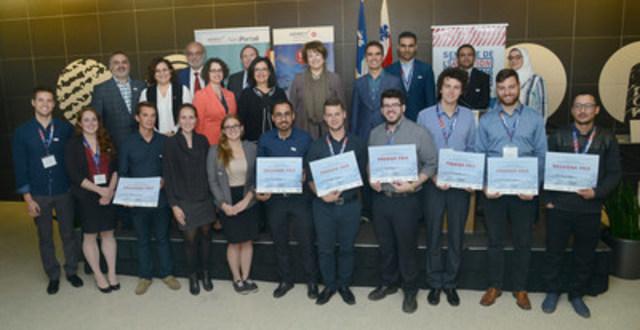 Remise des Prix de l'étude de cas en présence de Mme Hélène David, ministre responsable de l'Enseignement supérieur du Québec, des membres du jury et de l'équipe gagnante de l'École Polytechnique de Montréal (Cyclair) (Groupe CNW/Aéro Montréal)