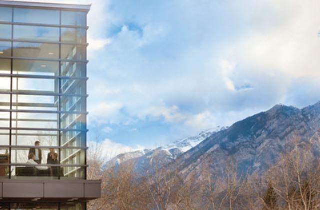 Situé dans le Parc national Banff au cœur des Rocheuses canadiennes, le centre des congrès de Banff offre un cadre spectaculaire pour les réunions, congrès et autres événements. Le Canada est la destination de choix du secteur américain des réunions à l'étranger, secteur qui nous rapporte environ 1,4 milliard de dollars par an. (Groupe CNW/Commission canadienne du tourisme)