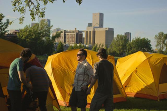 Initiation au camping au canal de Lachine (Groupe CNW/Agence Parcs Canada - Unité des voies navigables)