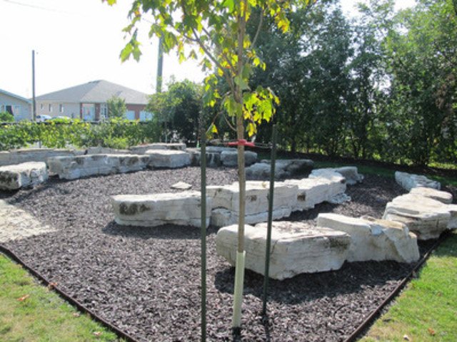 New outdoor classroom/reading circle at John Graves Simcoe Public School (Kingston) (CNW Group/CAA South ...