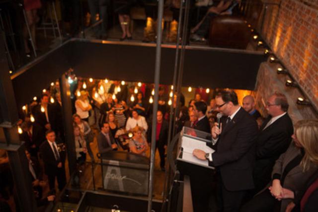 Christian Lévesque, associé directeur, s'adresse aux plus de 300 invités présents lors du lancement des bureaux de Québec de HATLEY Conseillers en stratégie, le 2 octobre 2013, au Bistro-Bar L'Atelier. (Groupe CNW/HATLEY Conseillers en stratégie)