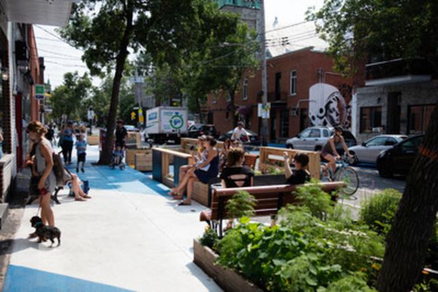 Place De Castelnau, un nouvel espace public temporaire de rue piétonne partagée dans le quartier de Villeray. © Ville de Montréal-Jimmy Hamelin (Groupe CNW/Ville de Montréal - Arrondissement de Villeray - Saint-Michel - Parc-Extension)