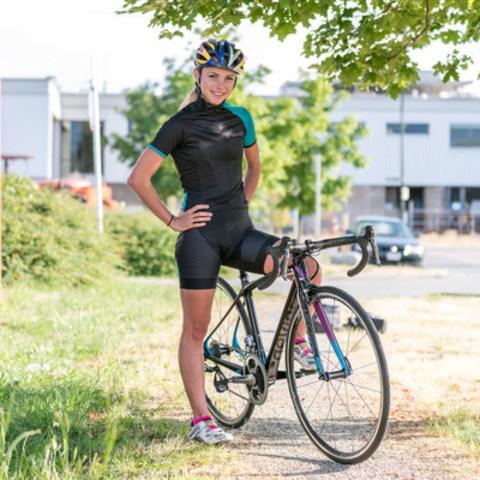 Kirsten Sweetland on her Devinci (CNW Group/Cycles Devinci)