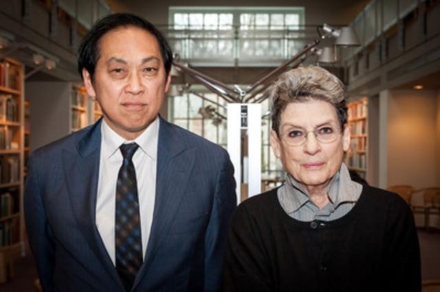 Bruce Kuwabara, nouveau président du conseil des fiduciaires du CCA et Mme Phyllis Lambert, Directeur fondateur émérite du CCA. (Groupe CNW/Centre Canadien d'Architecture)