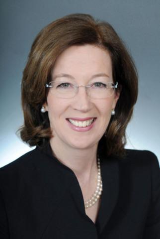 Carol McNamara, Vice President, Associate General Counsel and Secretary, Royal Bank of Canada, one of 8 EG Awards judges in 2013. (CNW Group/Canadian Society of Corporate Secretaries)