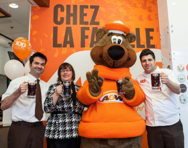 Michel Olivier Girard (Actor), Susan Senecal (Chief Marketing Officer for A&W), the Great Root Bear, Elie Malek-Warda (Operations Manager of Québec's 100th A&W restaurant) (CNW Group/A&W Food Services of Canada Inc. )