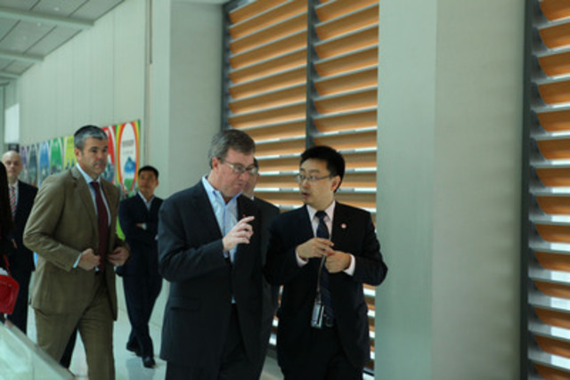 Sean Yang, President of Huawei Canada leads Ottawa Mayor Jim Watson on a site tour of Huawei's global R&D facility in Shanghai as part of the City of Ottawa's trade mission to China. To date, Huawei has invested over $80m in its Canadian R&D centre since it opened in 2010. (CNW Group/Huawei)
