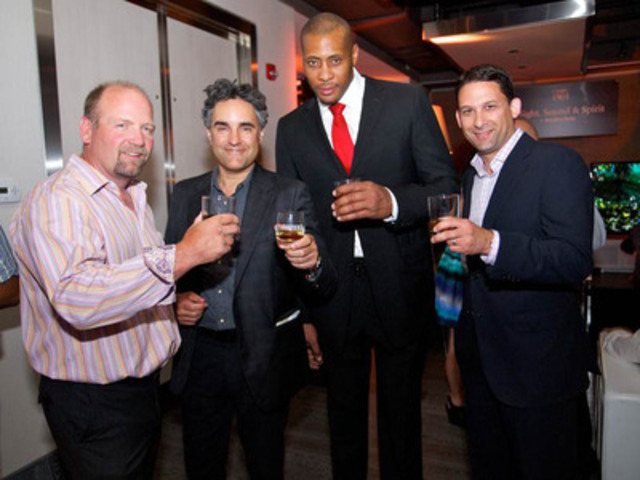 Chivas Regal celebrated modern Canadian gentlemen this week. Raising a glass to mark the occasion in Toronto were (left to right) former Toronto Maple Leaf Wendel Clark, Bruce Croxon of CBC's Dragons' Den , Toronto Raptor Jamaal Magloire, and Jeff Agdern of Corby Distilleries. (CNW Group/Chivas Regal)